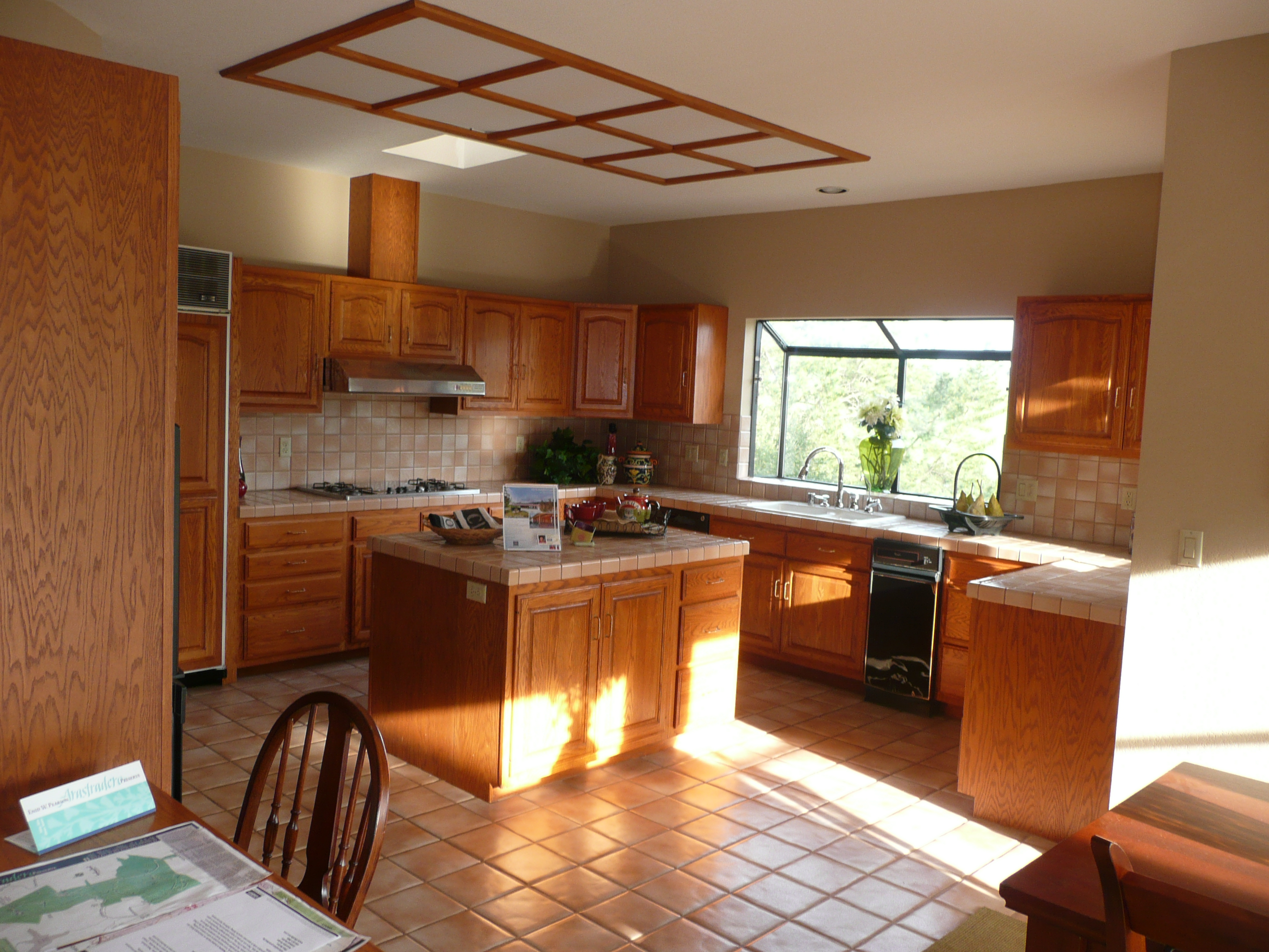 Kitchen With Feng Shui Color And Sunlight